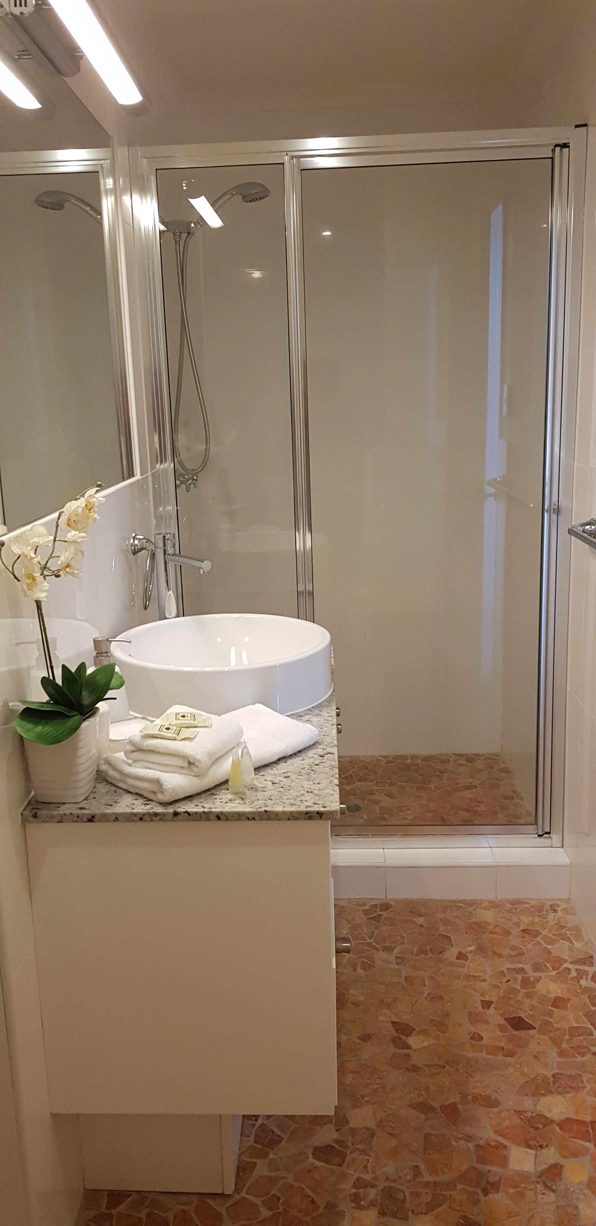 Royal Palm Resort Accommodation Bathroom